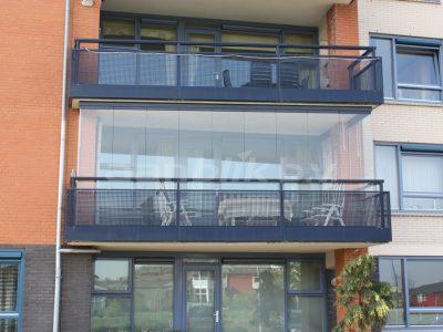 Balkonbeglazing op balkon