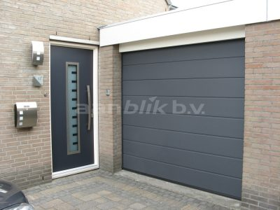 Aanblik Wormerveer - kunststof kozijnen - garagedeur en voordeur in Oostzaan